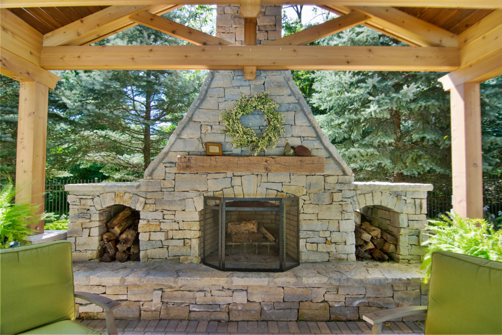 Outdoor Living Room - Fireplace